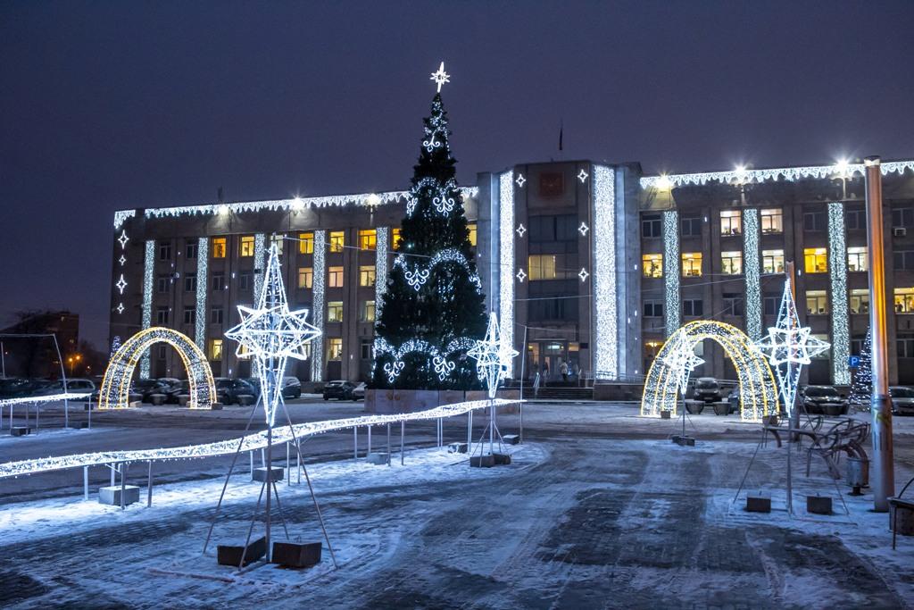 Праздник нас обходит: глава Фрунзенского района не дал жителям ощутить магию Нового года