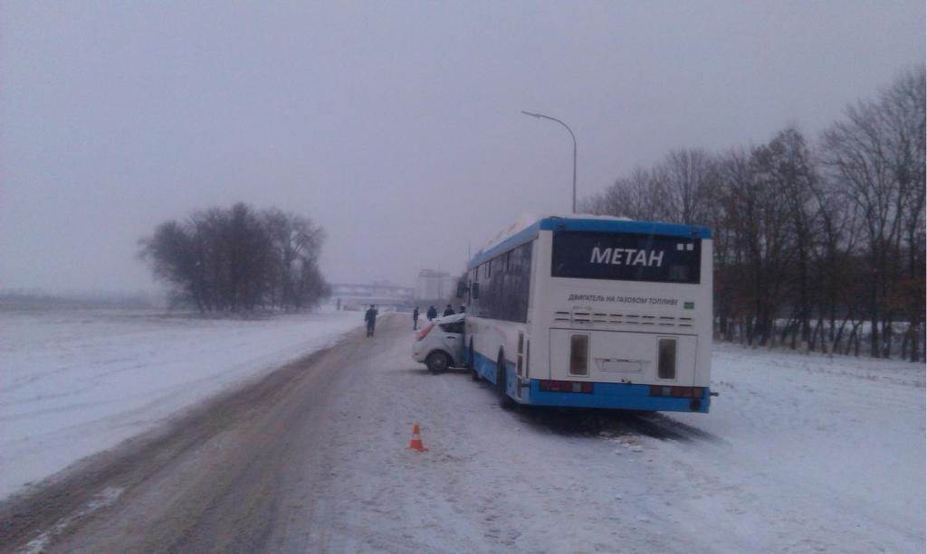 Два пассажира погибли при столкновении автобуса ииномарки вПрохоровском районе