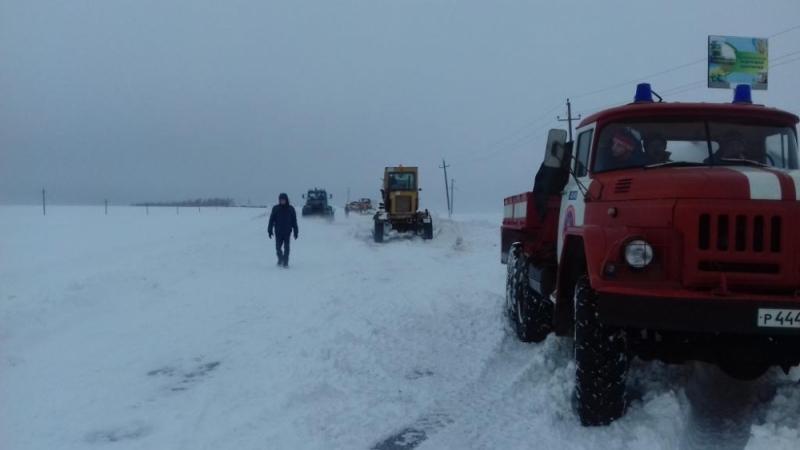ВБелгородской области натрассе застряли микроавтобус, легковушка и грузовой автомобиль