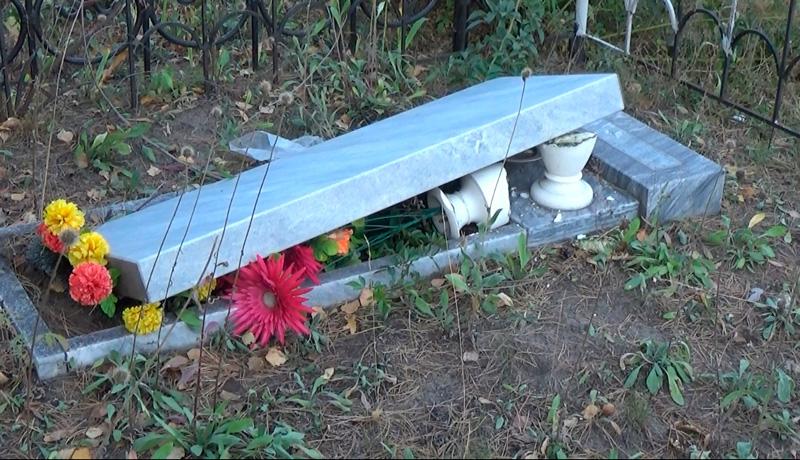 ВСтаром Осколе хулиган сломал неменее 100 надгробных монументов