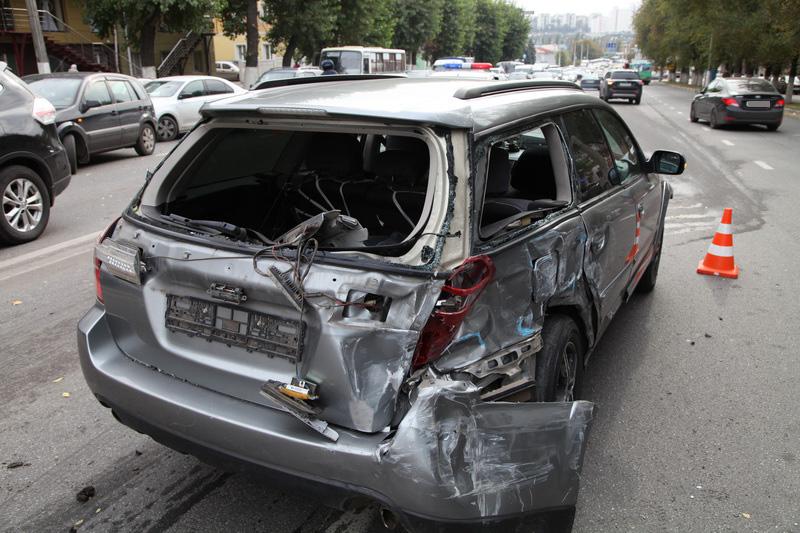 Нетрезвый шофёр без прав спровоцировал массовое ДТП вБелгороде