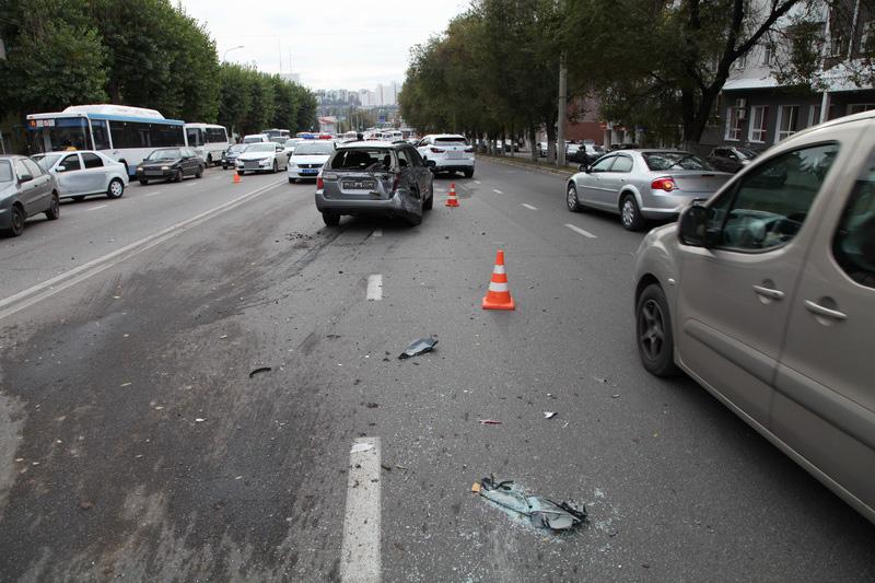 Мощное ДТП вБелгороде спятью автомобилями едва незакончилось катастрофой