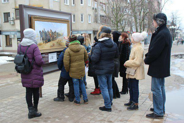 Картины наБелгородском Арбате снова повредили