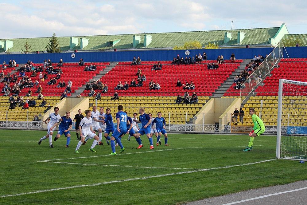 Футболисты «Энергомаша» обыграли соперников из Волгограда